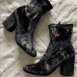 Report Shoes - Report velvet floral boots
